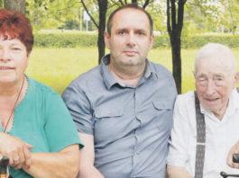Ľubomír Sečkár (vstrede) na návšteve vZariadení pre seniorov adomove sociálnych služieb Žilina na Karpatskej8,9