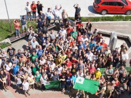 Účastníci Letnej školy esperanta odkazujú: Stretneme sa v Esperantsku! Ni renkontiĝos en Esperantujo!