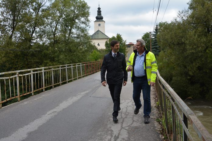 Práce na moste vo Varíne.