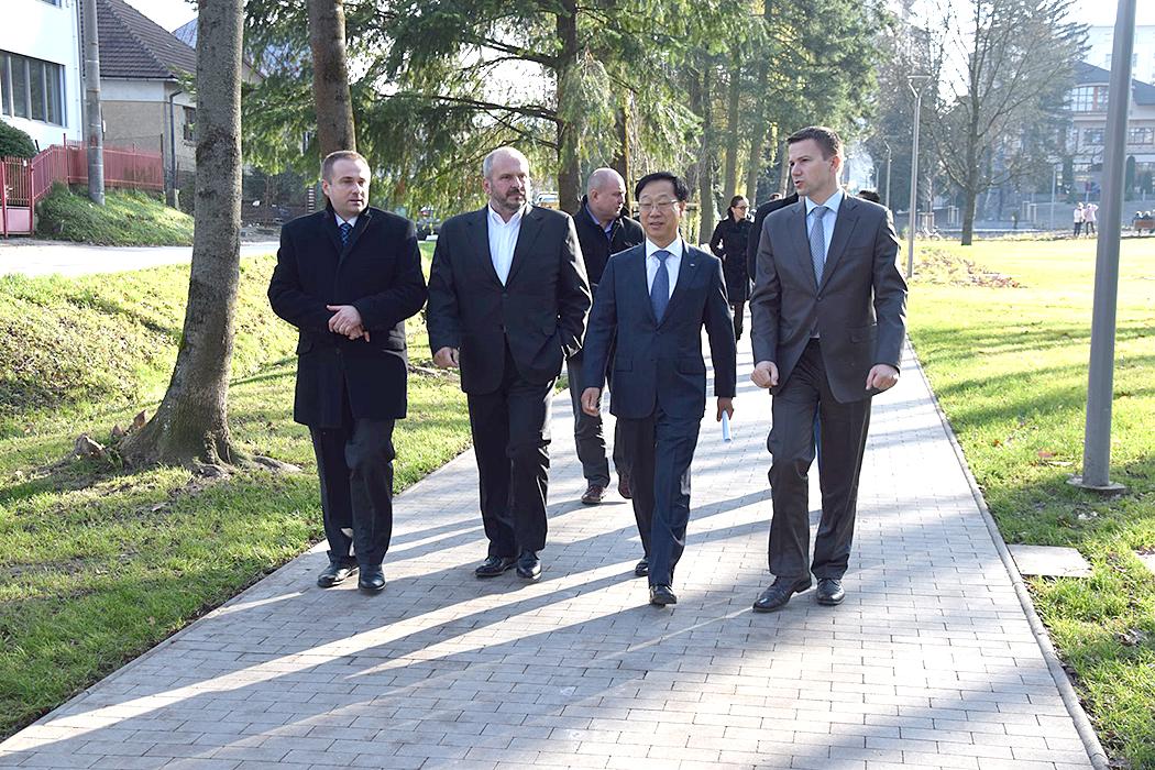 Zástupcovia mesta Žilina a spoločnosti Kia Motors Slovakia